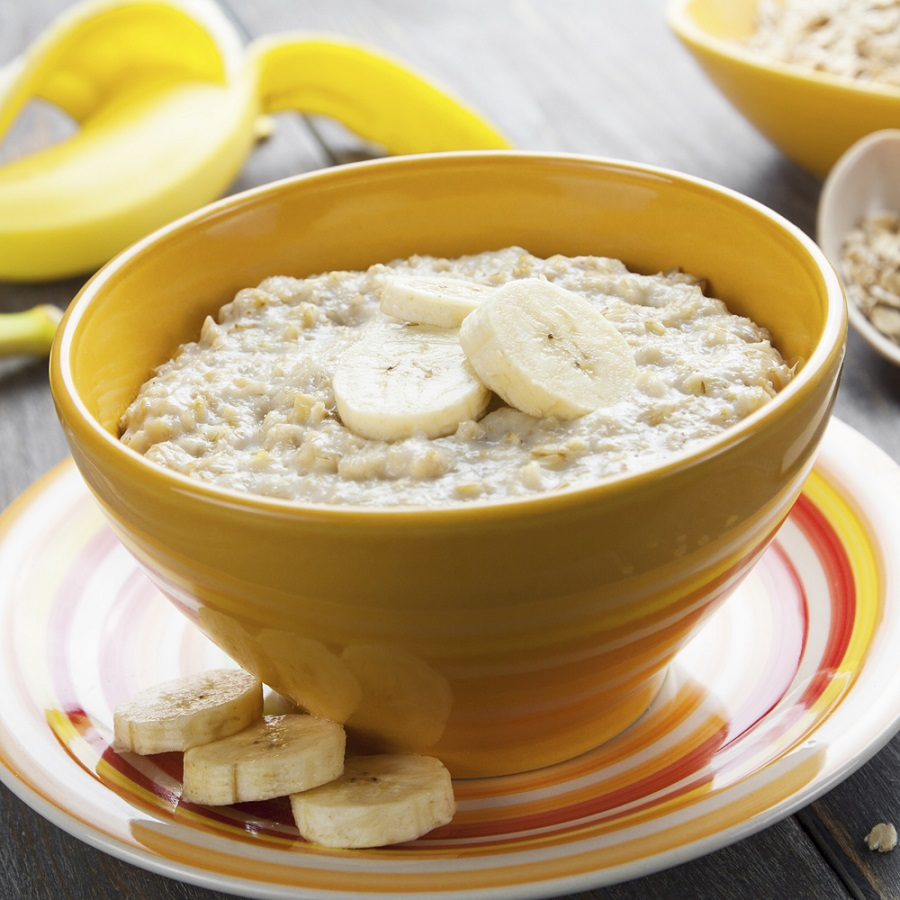Oatmeal with bananas - 4 of the best breakfasts