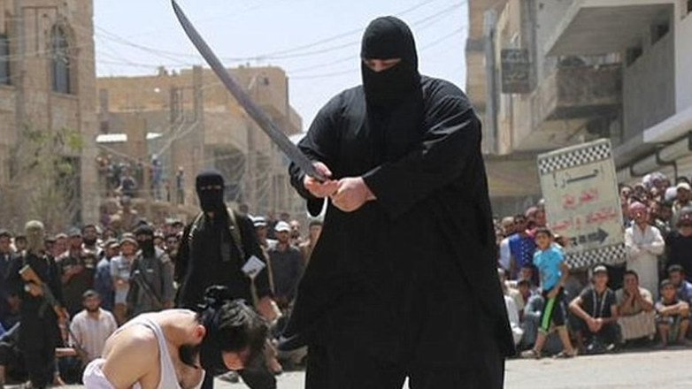 isis-executioner-getting-ready-to-behead-father-and-son